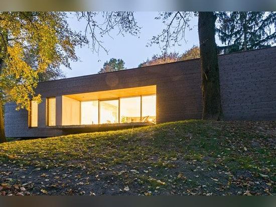 architekci 081 bildet Bauholz-gekleidetes 'Haus im Wald' in Polen