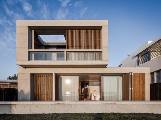 Mermaid Beach Residence / BE Architektur