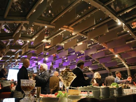 Die Party kann beginnen: Kulinarische Köstlichkeiten in der Ausstellungshalle der Villa Necchi. Foto: Wilkhahn