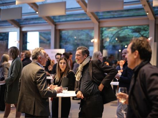 La dolce vita: Wilkhahn-Party in der Ausstellungshalle der Villa Necchi Campiglio, Mailand. Foto: Wilkhahn