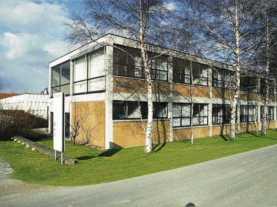 Das Wilkhahn-Verwaltungsgebäude nach den Plänen von Bauhausschüler Herbert Hirche in Eimbeckhausen (1960).