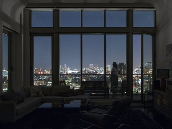 INABA krümmt sanft die Deckenwölbung des Williamsburg Penthouse in Brooklyn