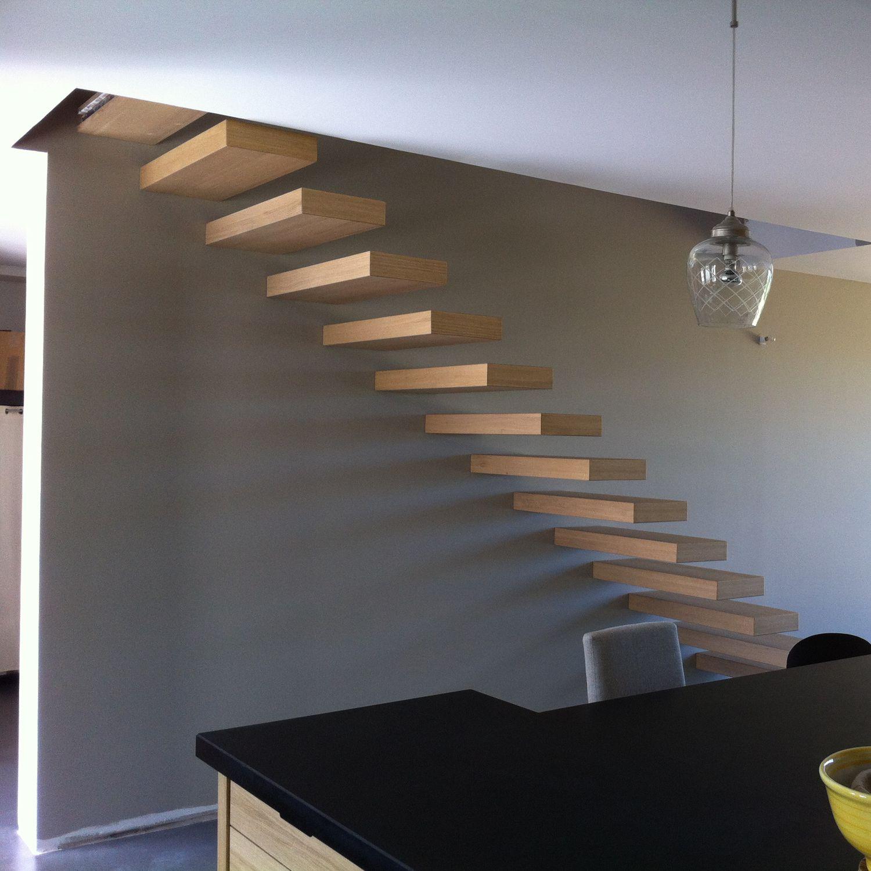 Gerade Treppe / Holzstufen / ohne Setzstufe / modern ...
