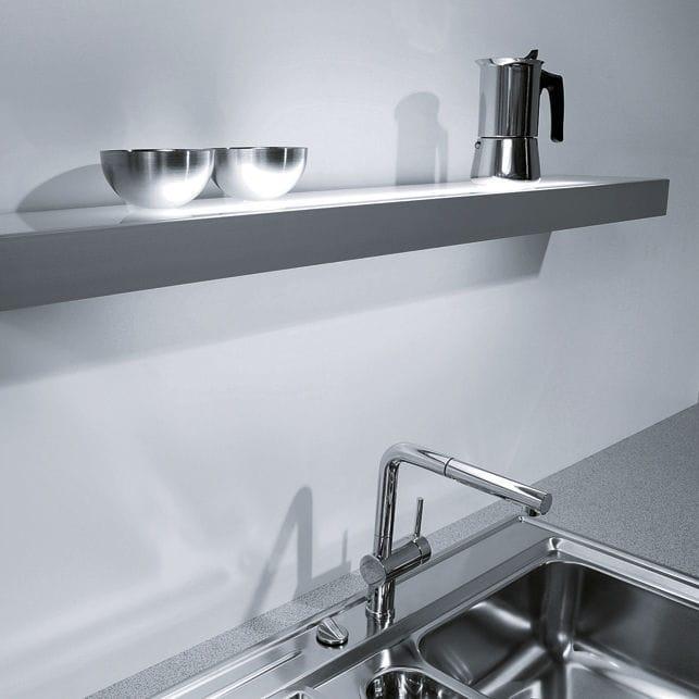 Wandmontiertes Regal / modern / für Küchen / LED beleuchtet ...