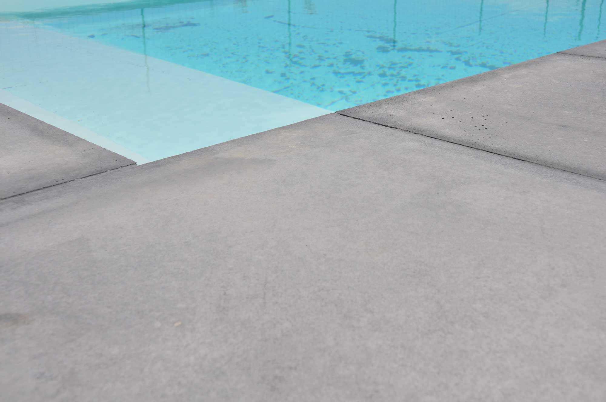 Poolumrandung beton