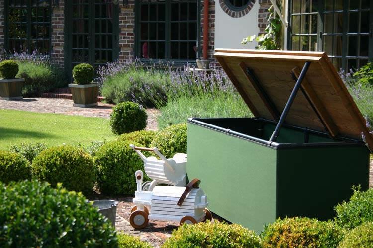 klassische Truhe / Garten / Holz