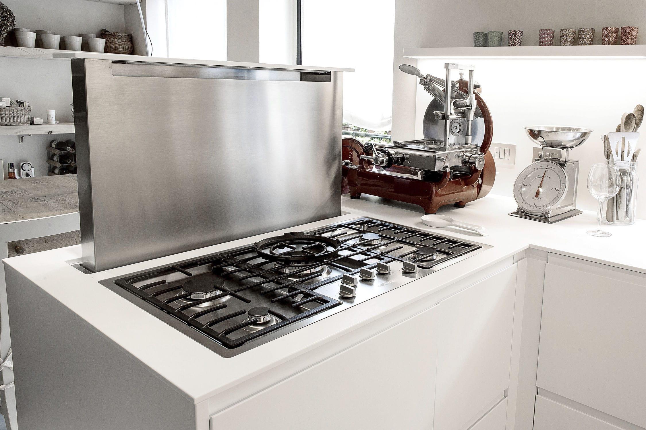 Moderne Küche / lackiertes Holz / aus Corian® / L-förmig ...