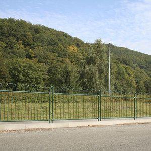 Zaun mit Stangen