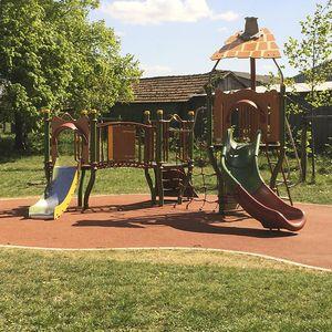 Spielplatzgerät für öffentliche Räume / Kunststoff / Stahl / HPL