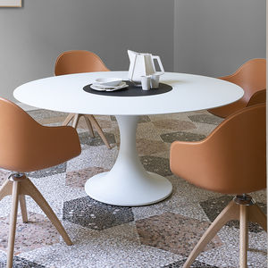 moderner Tisch / lackiertes MDF / Aluminium / Marmor