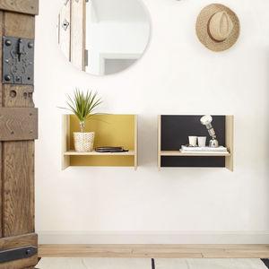 wandmontiertes Regal / modern / lackiertes Holz / aus Eiche