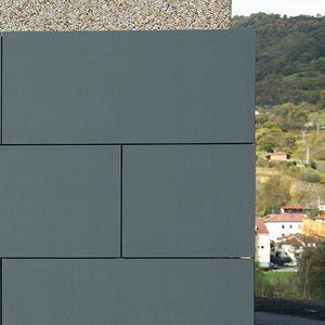 Sandwichplatte für Dächer / für Fassadenverkleidung / Vorderseite aus Zink / Aluminium-Wabenkern