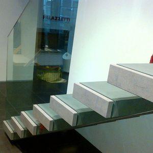 gerade Treppe / Steinstufen / ohne Setzstufe / modern