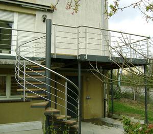 Balkon mit Stangen