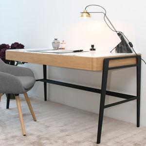 Metall-Schreibtisch