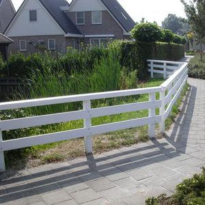Gartenzaun / für öffentliche Bereiche / Lamellen / Recyclingkunststoff