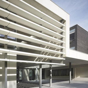 Aluminium-Sonnenschutzlamelle / Verbundwerkstoff / für Fassaden / vertikal