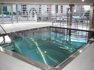 selbsttragendes Schwimmbecken