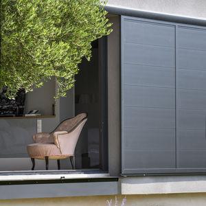 Schiebe-Fensterläden / Aluminium / für Fassaden / mit Wärmedämmung