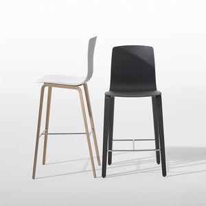 moderner Barhocker / aus Sperrholz / Leder / Stoff