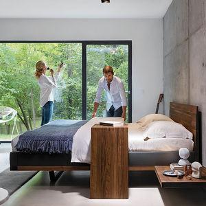 Doppelbett / modern / Kopfteil / mit integriertem Nachttisch