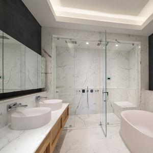 modernes Badezimmer / aus Eiche / lackiert / kundenspezifisch