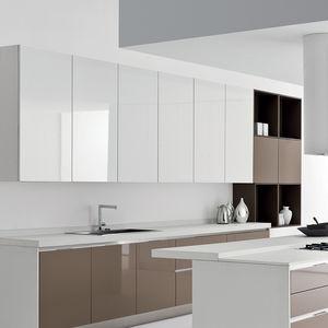 moderne Küche / aus Eiche / lackiertes Holz / Aluminium