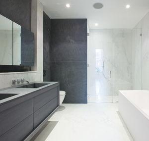 modernes Badezimmer / aus Esche / Marmor / lackiert