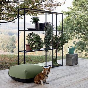 minimalistisches Regal / Metall / Außenbereich