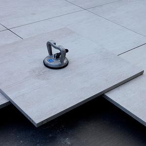 Feinsteinzeug-Plattenbelag / glatt / Außenbereich / auf Stelzlager