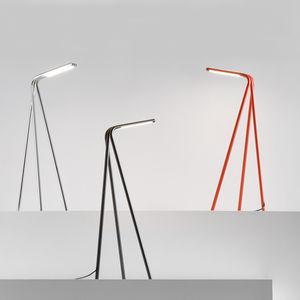 Tischlampe / minimalistisch / pulverbeschichteter Stahl / Chromstahl