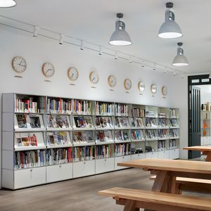 moderne Bibliothek / für Büro / lackiertes MDF / Metall