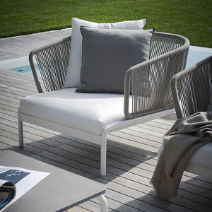 moderner Sessel / Stoff / Edelstahl / gestrichenes Metall