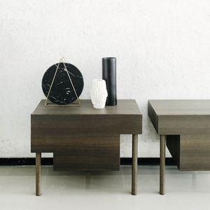 moderner Nachttisch / aus Eiche / Ulme / mit Fußgestell aus Eiche