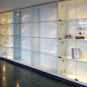moderne Vitrine / Einbau / Glas / Edelstahl
