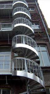 Wendeltreppe / Metallstruktur / gerade Stufen Metall / ohne Setzstufe