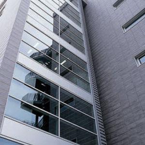 Hinterlüftete Fassade / Feinsteinzeug