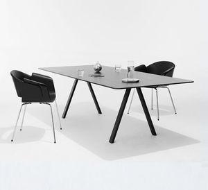 moderner Besprechungstisch / aus Eiche / Stahl / mit Fußgestell aus Stahl