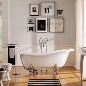 Badewanne auf Füßen / oval / Keramik