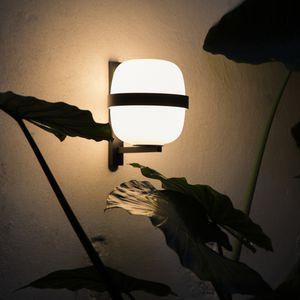 moderne Wandleuchte / Metall / Opalglas / LED