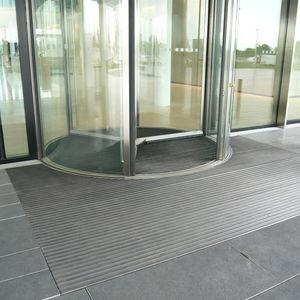 Eingangsmatte für öffentliche Einrichtungen / Gummi / Aluminium / Schmutzfang