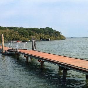 schwimmende Landungssteg / Holz