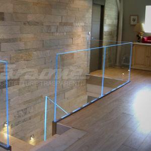 Glasgeländer / Aluminium / Glasplatten / Innenraum