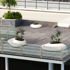 Parkbank / originelles Design / Verbundwerkstoff / mit Rückenlehne