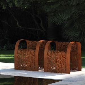 Stuhl / originelles Design / mit Armlehnen / verzinkter Stahl / COR-TEN®-Stahl