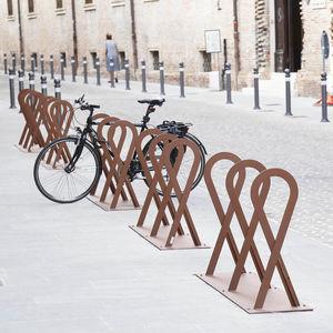 Fahrradständer / verzinkter Stahl / originelles Design / für öffentliche Bereiche