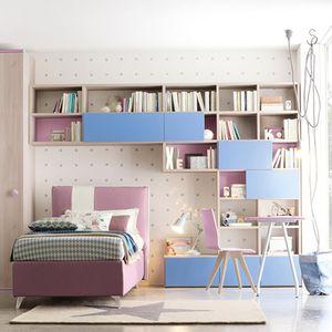 blaues Kinderzimmer / violett / lackiertes Holz / unisex