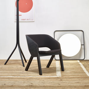 moderner Sessel / Stoff / Leder / Massivholz