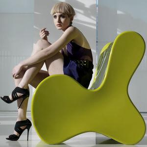 Kaminsessel / originelles Design / Polyethylen / von Karim Rashid / Garten