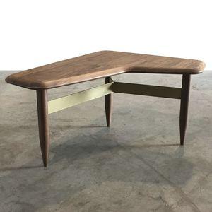 klassischer Beistelltisch / Massivholz / Objektmöbel